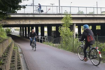 Steeds meer met de fiets naar het werk