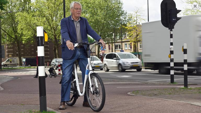 Automatisch lager zadel bij e-fiets voor senioren