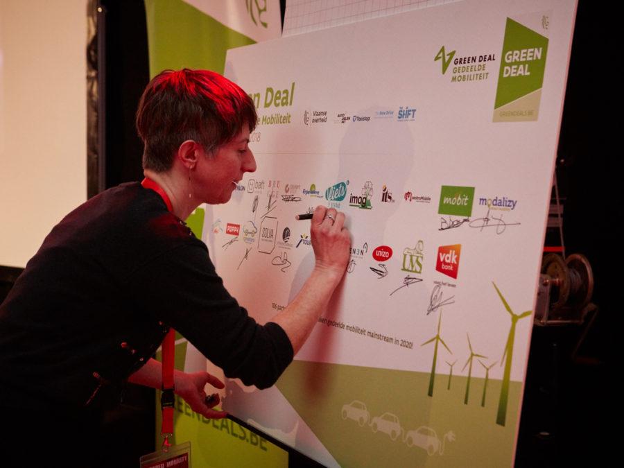 Fietsberaad tekent Green Deal Gedeelde Mobiliteit